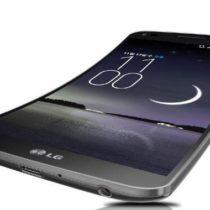 LG G Flex: le smartphone incurvé se plie à nos désirs