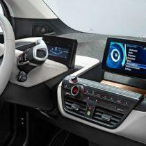Au Mondial de l'Auto 2014, plein phare sur la voiture connectée
